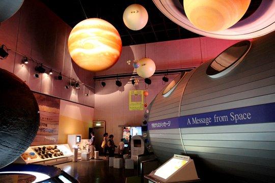 http://www.sciencemuseum.jp/img/facility/exhibition/sec01_img01_01.jpg
